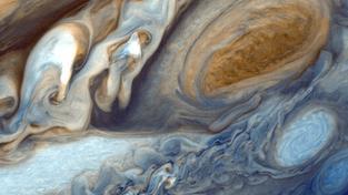 Velká rudá skvrna na snímku družice Voyager 1