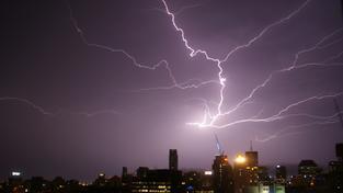 Bouřka nad australským Brisbane