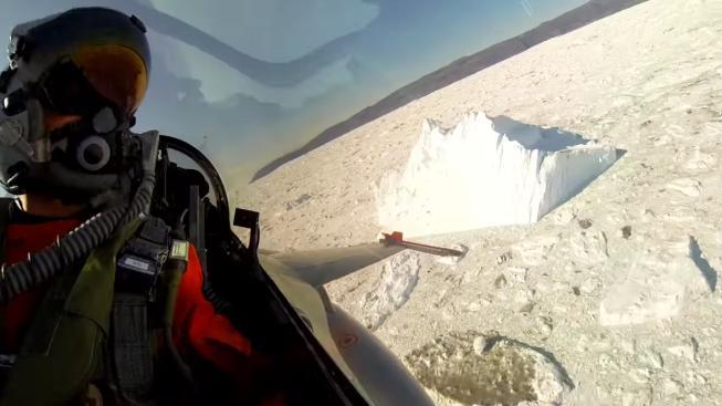 Dánský pilot John Kristensen v kabině své F-16