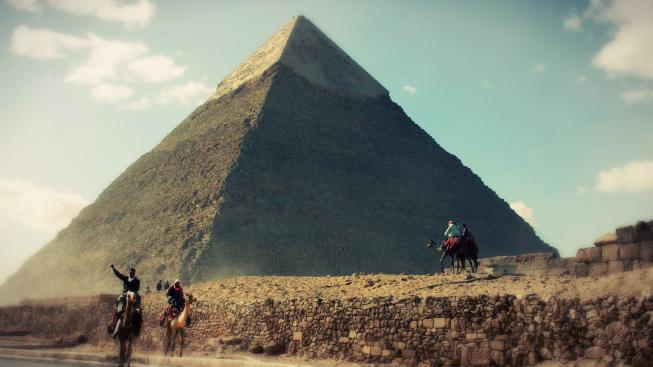 Rachefově pyramidě schází vršek, ale i tak její výška dosahuje úctyhodných 136 metrů