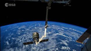 Časosběrné video zachycuje například i odpojení zásobovací lodi Cygnus