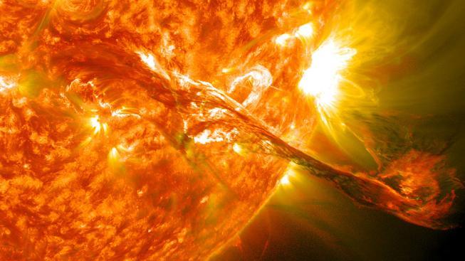 Mohutná sluneční erupce ze srpna loňského roku