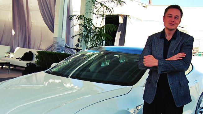 Elon Musk před několika dny představil nový model luxusního elektrického sedanu