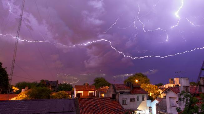 Součástí bouřek jsou fyzikální děje, kterým věda teprve začíná rozumět