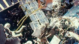 Naštěstí pro posádku stanice se katastrofický scénář z Gravitace neopakoval