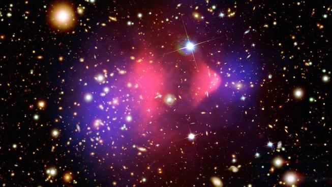 Hmotu pozorujeme napříč celým světelným spektrem, ale její většina zůstává ukrytá