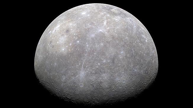 Nejbližší planeta ke Slunci je poseta mnoha krátery