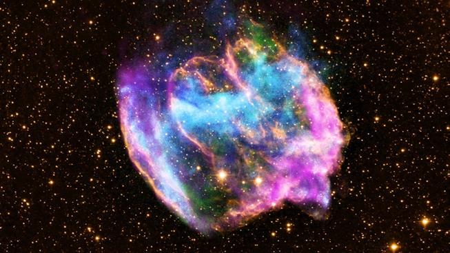 Pozůstatek supernovy W49B, která explodovala 26 000 světelných let od Země a je možné, že dnes obsahuje černou díru