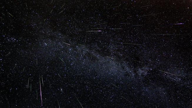 Na tomto snímku je přesně 51 meteorů. Astronom Fred Bruenjes fotil roj v průběhu šesti hodin a následně poskládal jednotlivé rámečky do jedné fotky. Výsledek je dechberoucí