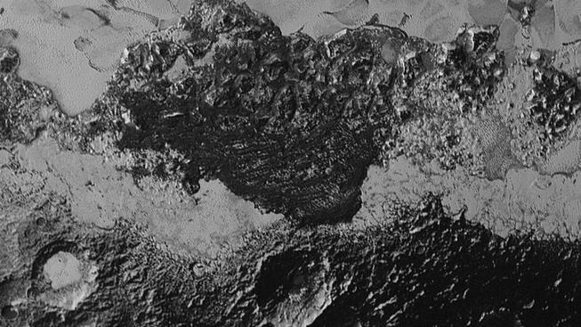 Ledová pohoří na Plutu ze snímků, které zaslala sonda New Horizons
