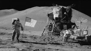 """Třicet nejhezčích """"měsíčních"""" fotek z misí Apollo"""