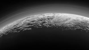 Majestátní hory na Plutu