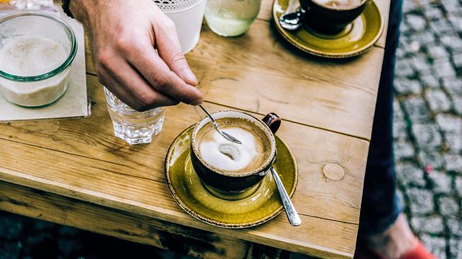 Káva je zdravá, ale nezapomínejte, že s ničím se nemá přehánět
