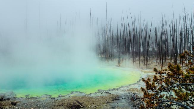 Horké jezírko v Yellowstonském národním parku
