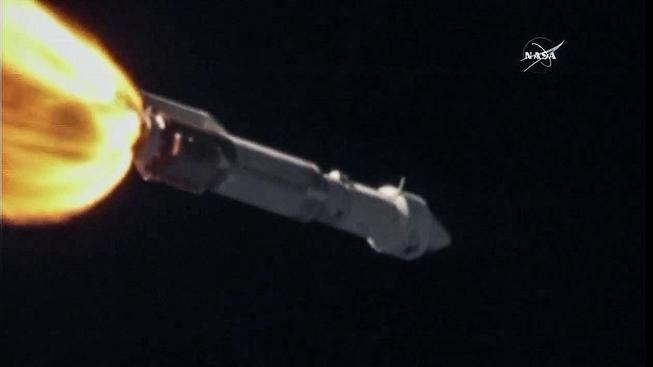 Záběr na raketu Atlas V po startu