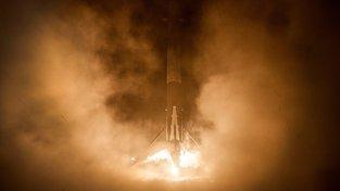 Falcon 9 se satelitem JCSAT-16