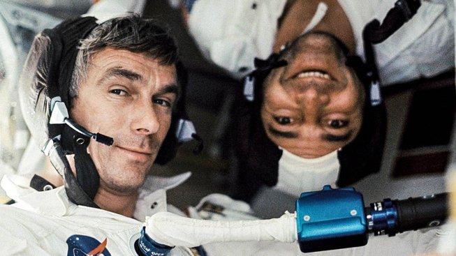 Eugene A. Cernan (vlevo) and Ronald E. Evans