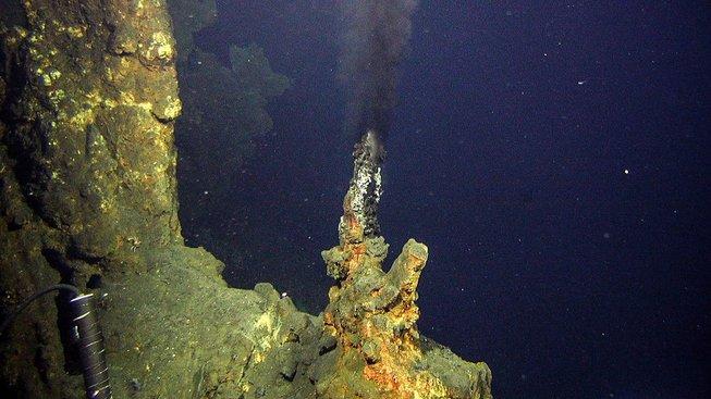 Hydrotermální vývěr u Nového Zélandu. Ilustrační snímek