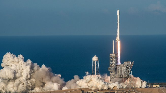 Historický start Falconu 9 s misí SES-10