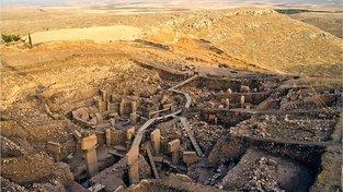 Göbekli Tepe, chrámovým komplexem v jihovýchodním Turecku