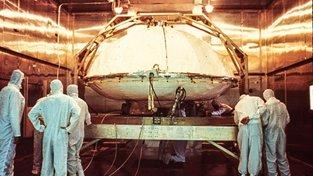Přípravy na sterilizaci přistávacího modulu Vikingu