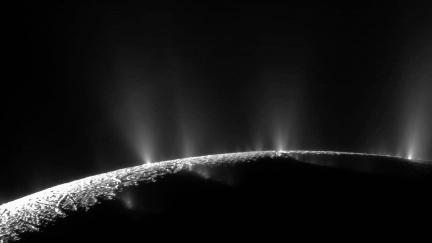 Záhadu ohřevu Enceladu pomohli rozluštit i čeští vědci