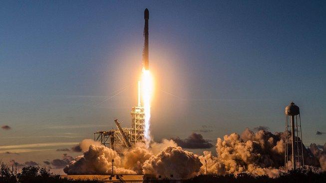 Raketě Falcon 9 se daří startovat několikrát do měsíce