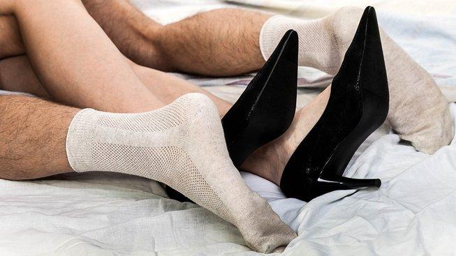 K dítěti údajně lépe pomohou ponožky navlečené během sexu. Ilustrační snímek