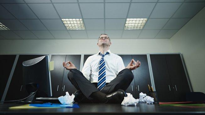 Meditace snižuje aktivitu prozánětlivých genů, které často aktivuje stres, proto je vhodná pro lidi s náročným povoláním. Ilustrační snímek