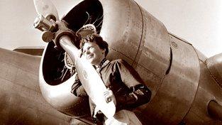 Amelia Earhartová zmizela nad Pacifikem v roce 1937