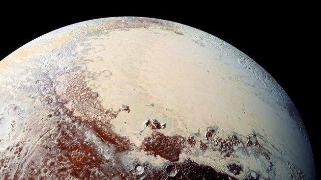 Pluto zřejmě vzniklo srážkou velkého množství komet
