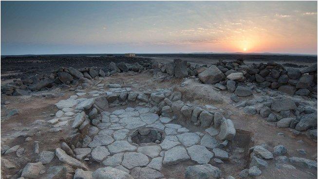 Odhalené ohniště, kde se pekl prastarý chléb