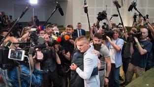 """Byly to pronikavé oči nebo jiné rysy v obličeji, které přesvědčily soudce o vinně Tomasze Komendy? Polák obviněný z vraždy a znásilnění dostal 25letý trest v nejtvrdším kriminále. Po 18 letech soud """"zjistil"""", že je nevinný"""
