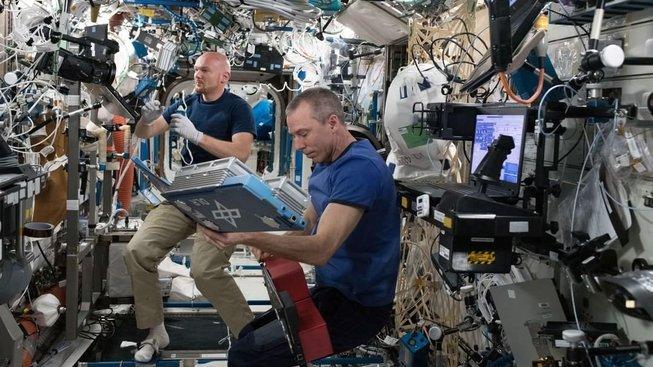 Pokud posádku Mezinárodní vesmírné stanice nebude mít kdo vyzvednout, bude muset stanici zakonzervovat a opustit vlastní záchrannou lodí Sojuz