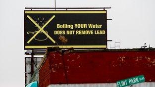 Aplikaci inspirovala vodní krize v americkém městě Flint, kde olovo kontaminovalo pitnou vodu