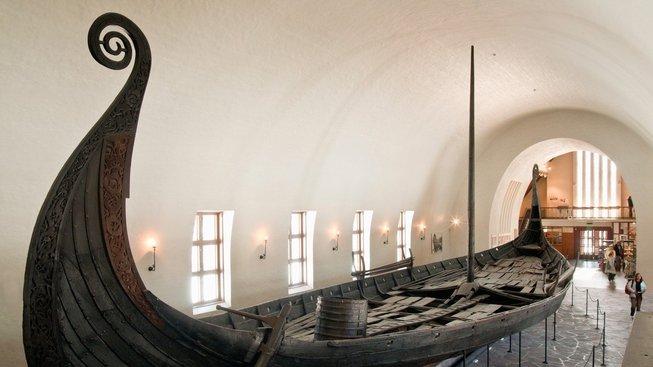 """Dřevěný dehet mohl být """"tajnou zbraní"""" pro stavbu kvalitních lodí Vikingů. Ilustrační snímek"""