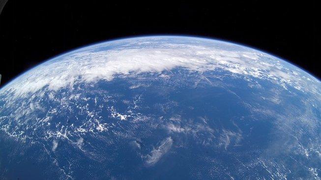 Voda na Zemi zřejmě pochází z asteroidů i plynů. Ilustrační snímek