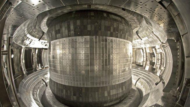 Reaktoru EAST (Experimental Advanced Superconducting Tokamak, Experimentální pokročilý supravodivý tokamak)