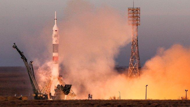 Ruská raketa Sojuz úspěšně odstartovala a míří k Mezinárodní vesmírné stanici