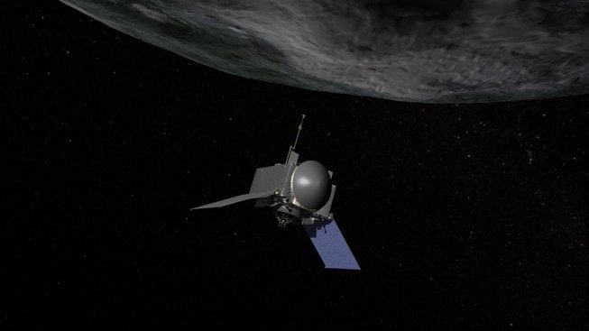 Sonda OSIRIS-REx už krouží kolem Bennu a zjistila přítomnost vody