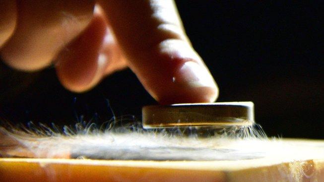 Levitace pomocí supravodivosti