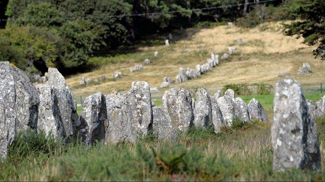 První menhirové hroby vznikaly ve Francii, a to ještě před počátkem megalitické kultury