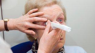 Zhruba třetina populace trpí degenerativními nemocemi zraku. Ilustrační snímek