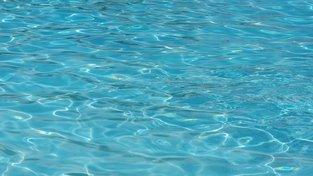 Jak levně vyhřát svůj bazén? Zkuste solární plachtu
