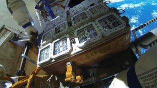 Kontejner Expose R2 na Mezinárodní vesmírné stanici