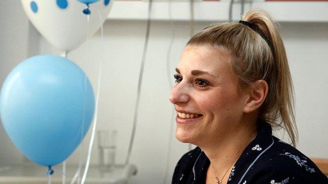 Matina Karavokyriová porodila dítě, které kromě její DNA a DNA jejího manžela nese i mitochondriální DNA dárkyně