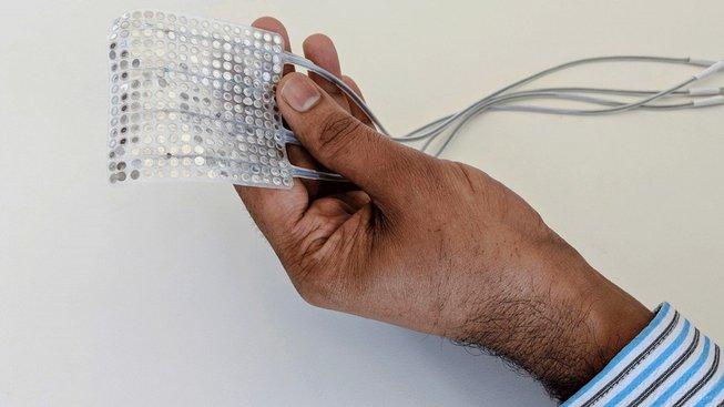 Mozkový implantát, který pomůže lidem opět mluvit