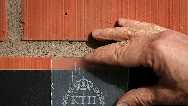 Průhledné dřevo z KTH