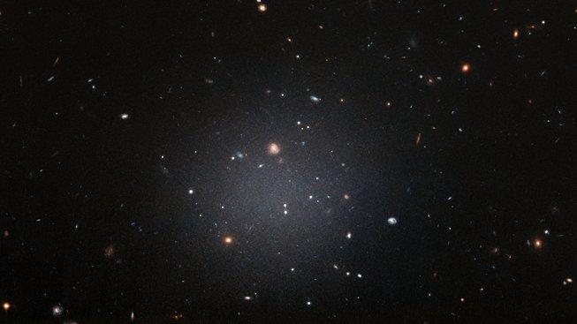 Galaxie NGC1052-DF2