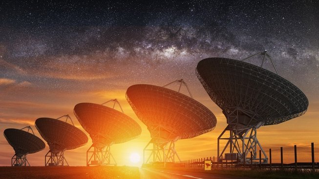 Radioteleskopy zaměřené na Mléčnou dráhu - naši galaxii